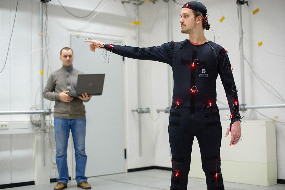 Simulation zeigt, wie Tablets und Smartphones Muskeln und Gelenke belasten